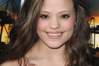 Sarah-jeffery-bronze-makeup-for-brunettes-side